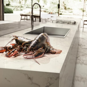 kitchen-island-large-tiles-marble-look
