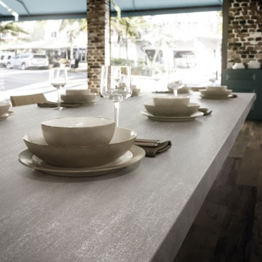 restaurant-table-top-metal-look-slabs-mek-medium